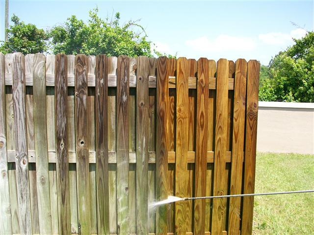 nettoyer une clôture en bois