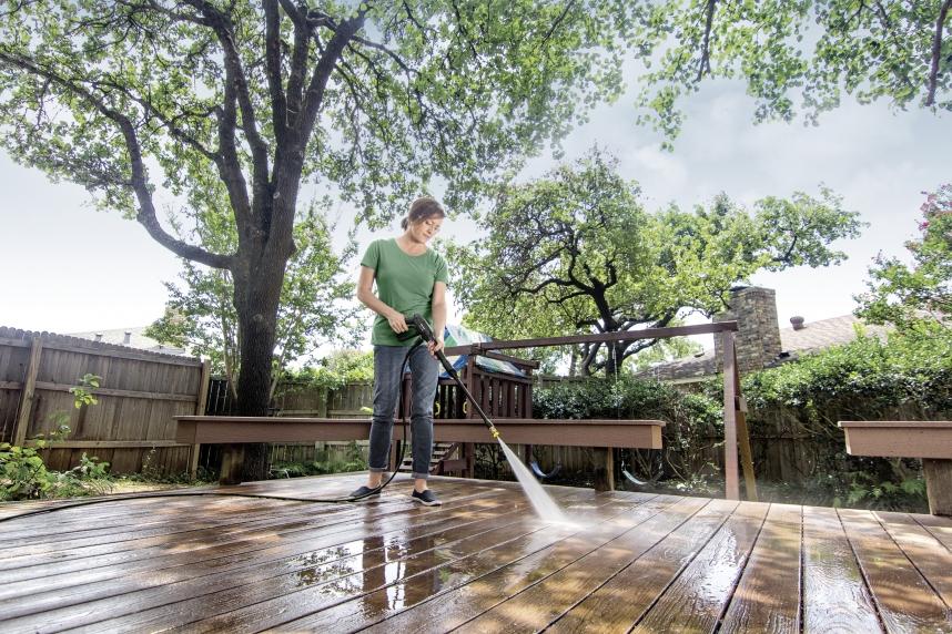 nettoyage de patio à la laveuse à pression