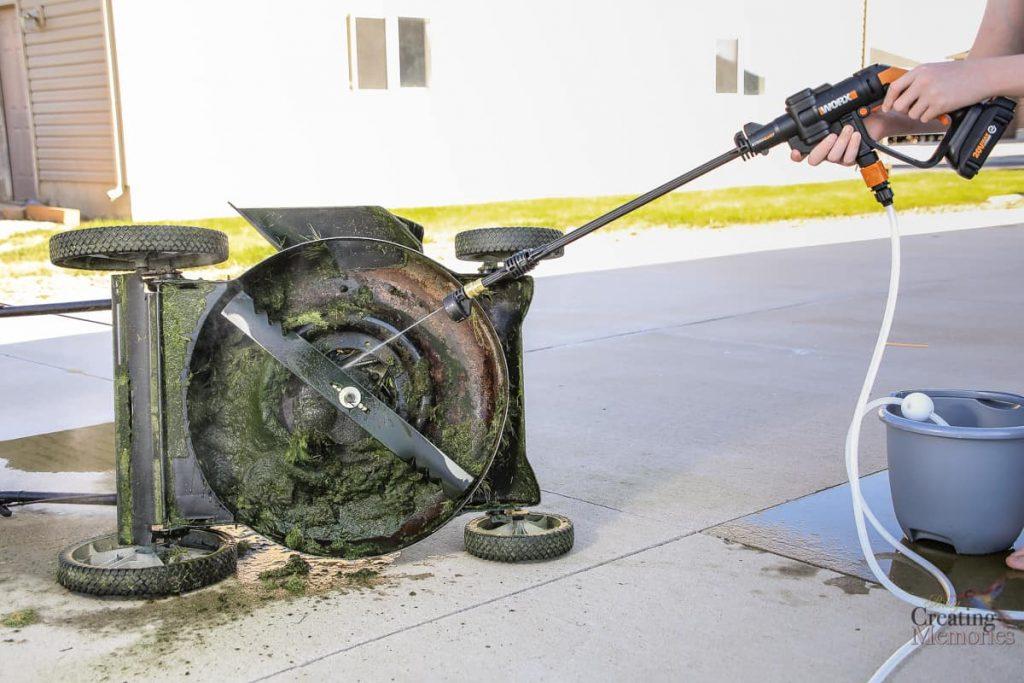Nettoyage à la pression d'une tondeuse